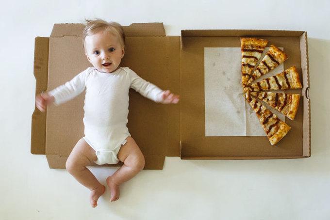 Bộ ảnh siêu dễ thương khi chụp ảnh con với bánh Pizza