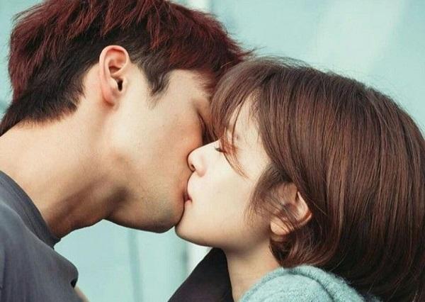 Ba ngôi sao điển trai Hàn Quốc gây dấu ấn mạnh bằng việc... hôn!