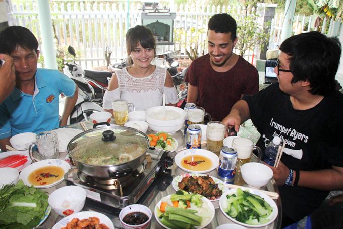 Thời khắc hạnh phúc của cô gái Pháp tìm lại gia đình Việt Nam