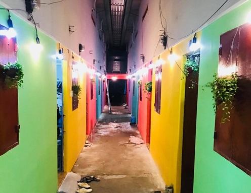 Dãy nhà trọ đặc biệt bảy sắc cầu vồng ở Sài Gòn