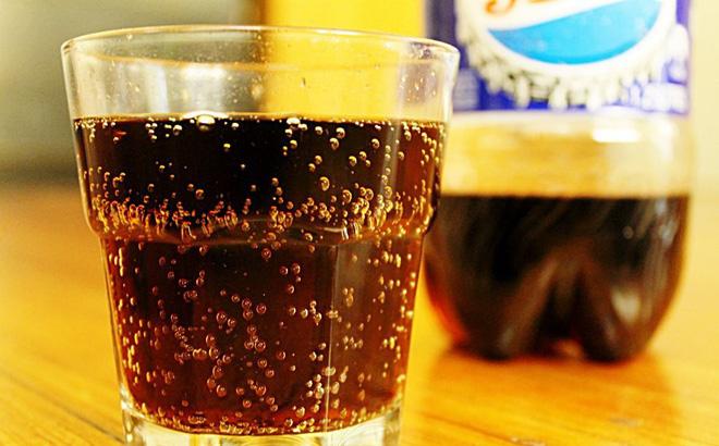 Nước ngọt có ga: Uống thì 'phê' nhưng hậu quả khó lường