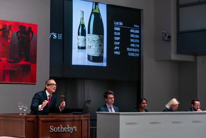 Kỷ lục đấu giá 558.000 USD cho chai rượu nho từ thời thế chiến thứ 2