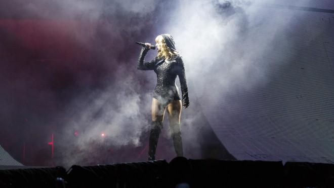 Taylor Swift khẳng định vị thế trong tour diễn Reputation