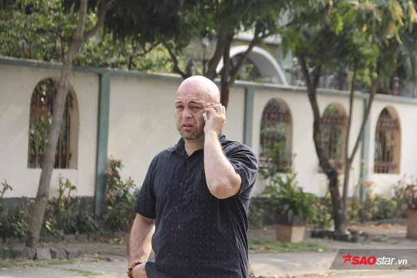 Võ sư Flores đến tận võ đường tìm nhưng Johnny Trí Nguyễn không tiếp