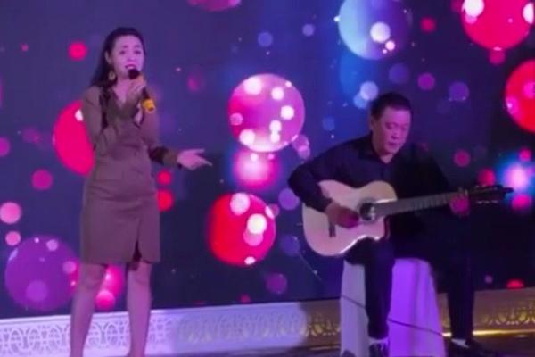 Ca sĩ Lê Anh hát ca khúc mới trong ngày Nhà báo Việt Nam