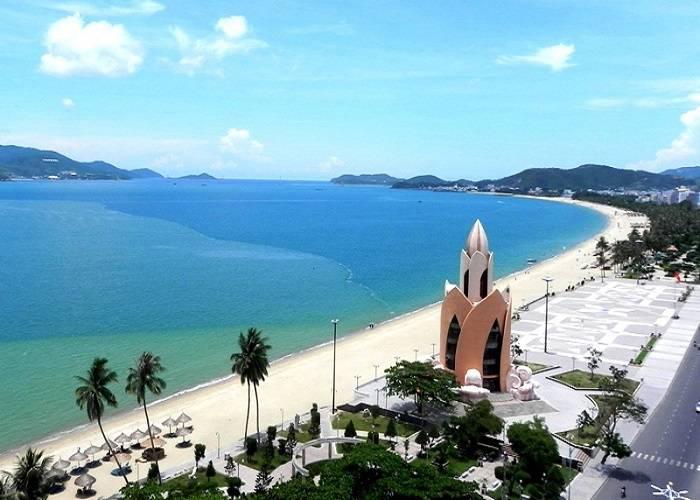 Thơ Quốc Sinh: 'Nha Trang, tiếng biển trầm hơn'