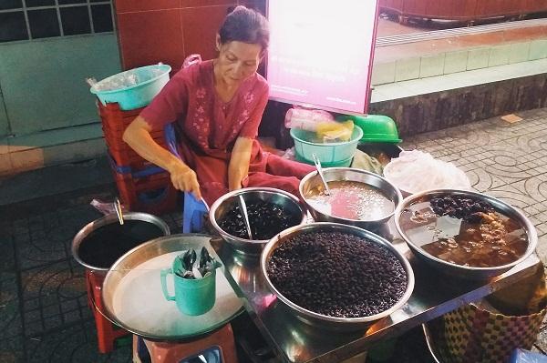 Gánh chè đậu đen ngon nhất Sài Gòn