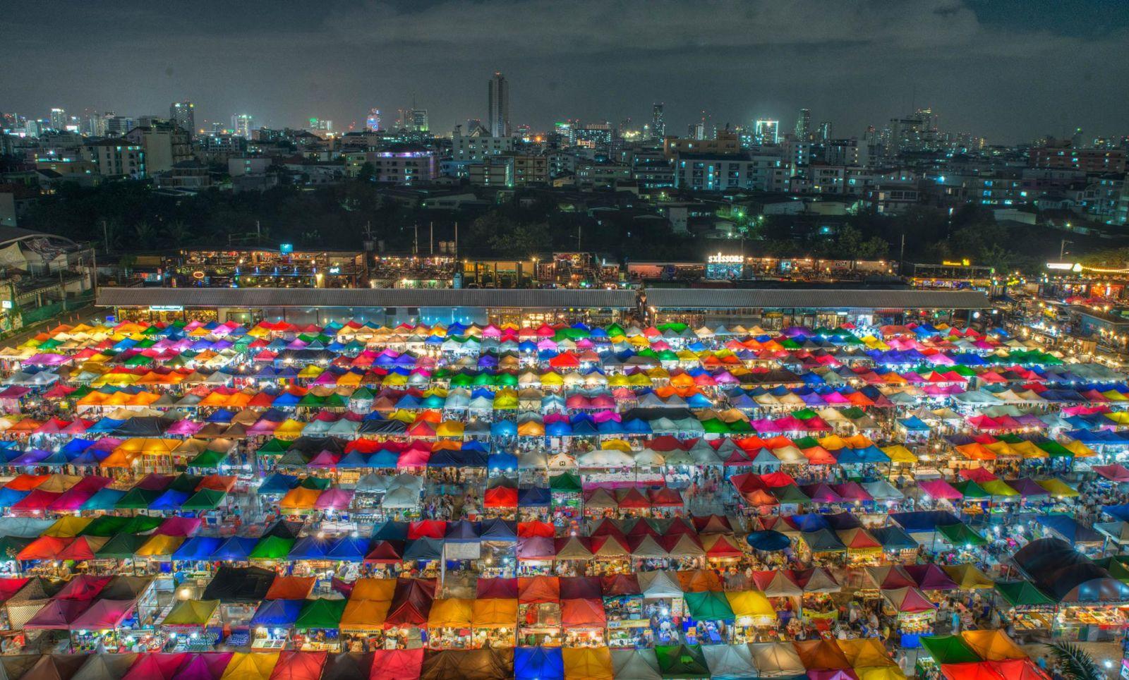 Tròn mắt với thế giới xe cổ ở chợ đêm Rod Fai