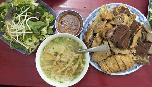 Khám phá hẻm ăn uống toàn món ngon ở Sài Gòn