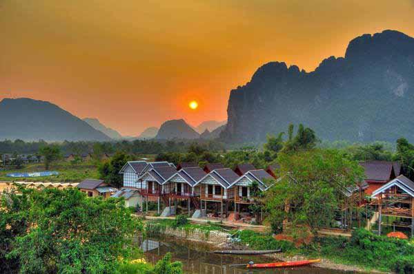 Khám phá nước Lào láng giềng thật bình yên