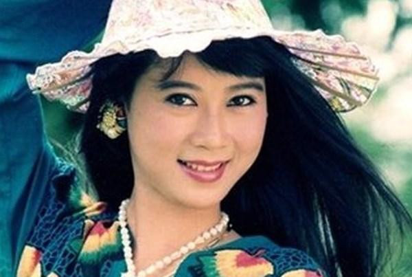 """""""Nữ hoàng màn ảnh"""" Diễm Hương - sự rút lui để lại nhiều tiếc nuối"""
