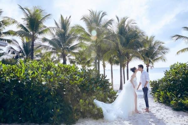 Vợ chồng mỹ nhân 'Ỷ Thiên Đồ Long ký' kỷ niệm ngày cưới tại Phú Quốc