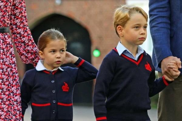 Anh em hoàng tử George tham gia diễu hành Giáng sinh
