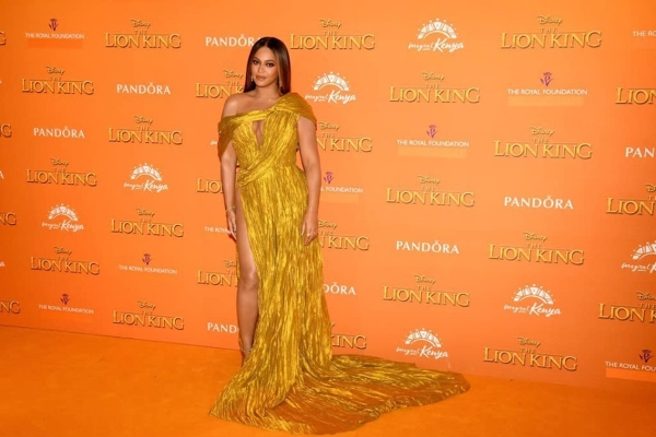Ca sĩ Beyonce diện váy của NTK Công Trí đi xem phim 'Vua sư tử'