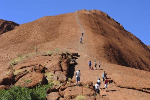 Cơ hội cuối khám phá núi đá đổi 5 màu trong ngày