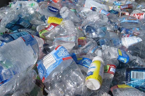 Canada cấm đồ nhựa dùng một lần từ năm 2021