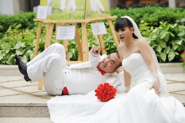Khoảnh khắc 'độc' của sao: Hoài Linh khổ vì... 4.0, Quốc Thuận cưới Cát Phượng?