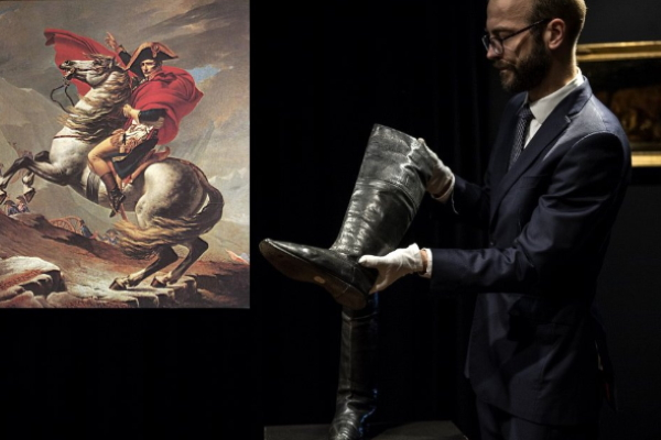 Đôi giày bốt của Napoleon được mua với giá gần 3 tỷ đồng