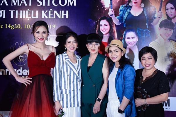 Hoa hậu Diễm Hương 'phá án' cùng các nghệ sĩ