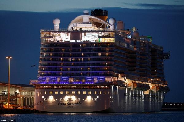 Du thuyền bị cách ly vì khách Trung Quốc nghi nhiễm virus corona