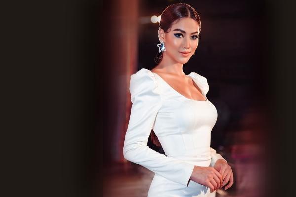 Hoa hậu Phương Khánh tỏasáng với hàng trăm viên pha lê
