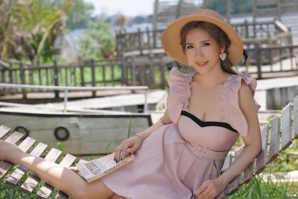 Hoa khôi Quỳnh Lisa 'rước tình về với quê hương'