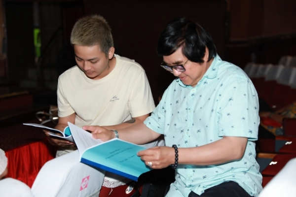 Hoài Lâm được nghệ sĩ Chí Tâm dạy hát cải lương
