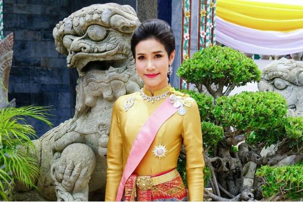 Hoàng quý phi Thái Lan bị phế truất sau 3 tháng sắc phong