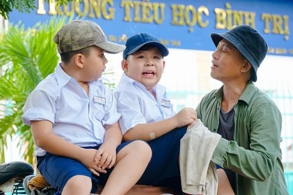 Hữu Tiến làm 'gà trống nuôi con' trong phim 'Những thiên thần tạo nét'