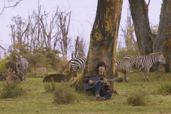 Lê Cát Trọng Lý tung MV đầu tiên với cảnh châu Phi hùng vĩ, trong trẻo