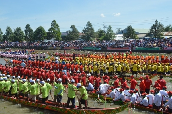 Gần 60 đội đua ghe Ngo tại lễ hội Ok Om Bok 2019