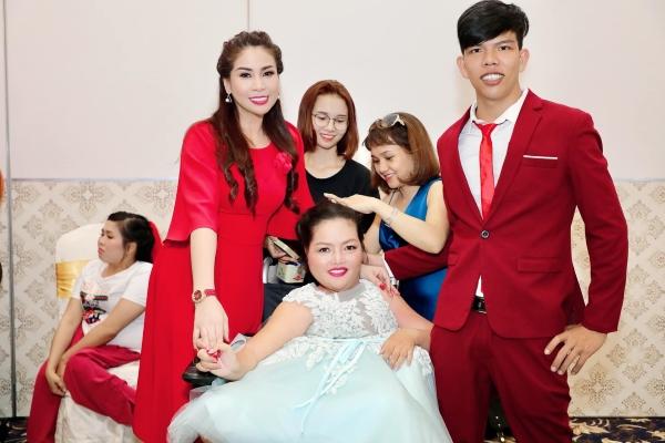 Diễn viên Lý Hương nén nước mắt trước những cặp đôi bất hạnh