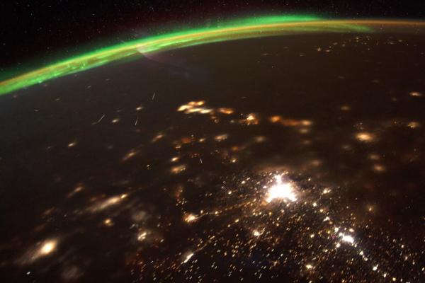 Kỳ ảo mưa sao băng đầu tiên của thập kỷ nhìn từ không gian
