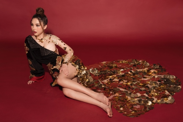 Hoa hậu Quốc tế Toàn cầu 2019 diện quốc phục từ tranh hàng Trống