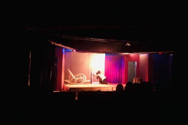 NSND Hồng Vân đóng cửa sân khấu kịch Superbowl
