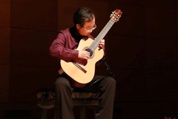 Nghệ sĩ guitar Thanh Huy biểu diễn tại Sân khấu mở Arabesque 2019