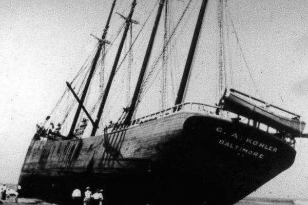Phát hiện xác tàu 86 năm trên bãi biển Mỹ
