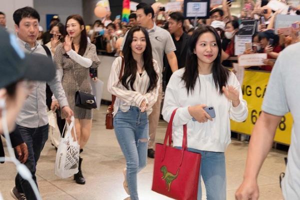 """""""Nữ thần đẹp nhất Kpop"""" cùng nhiều sao Hàn Quốc đến Việt Nam"""
