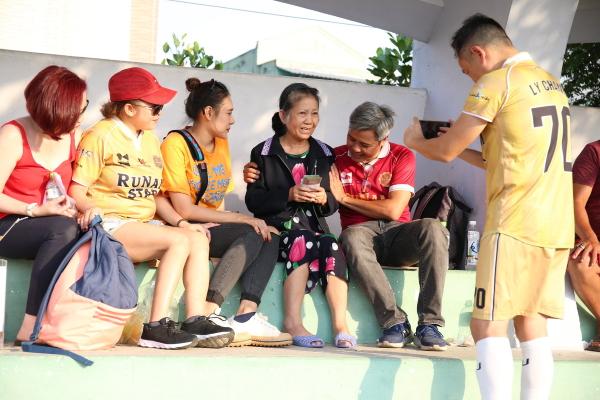 RuNam Star đá bóng gây quỹ ủng hộ nghệ sĩ Diễm Trinh