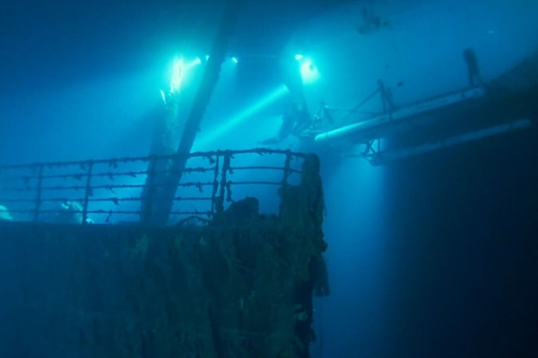 Tàu Titanic huyền thoại đang tan rã dưới đáy đại dương