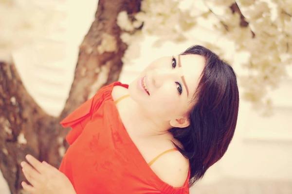 'Nhà thơ facebook' Phạm Hiền Mây: 'Mây trắng nỗi chiều em!'