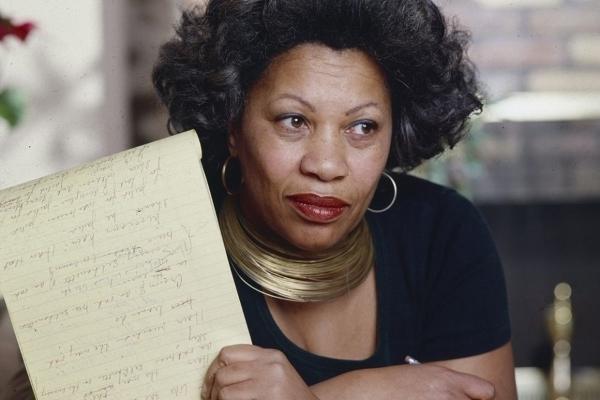 Nữ sĩ da đen đầu tiên thắng giải Nobel văn chương qua đời