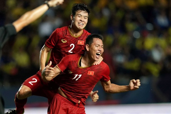 Việt Nam thắng Thái Lan, vào chung kết King's Cup 2019