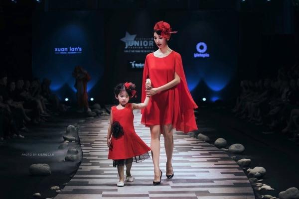 Con gái Xuân Lan trình diễn tại Tuần lễ thời trang trẻ em Việt Nam