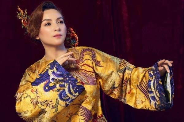 Phi Nhung ấn tượng với áo dài cổ