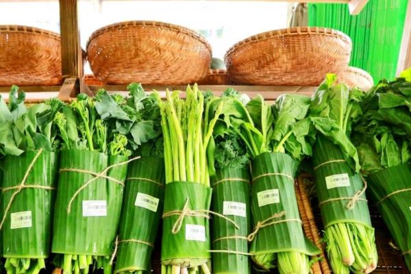 Nhiều siêu thị dùng lá chuối gói thực phẩm