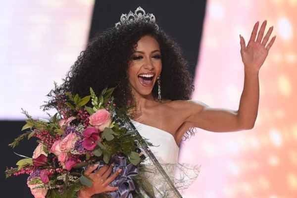 Nữ luật sư đăng quang Hoa hậu Mỹ