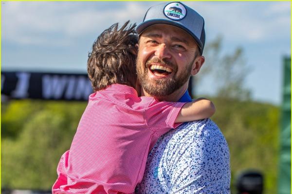 Justin Timberlake rạng rỡ bế con đến giải golf