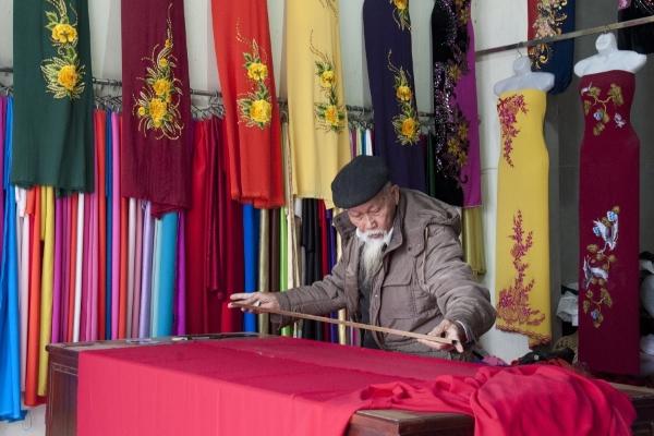 Độc đáo làng nghề may áo dài hơn 1000 năm tuổi