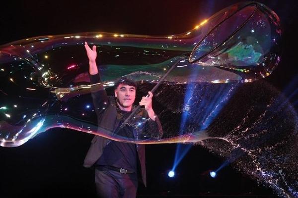 Cơ hội thưởng thức 3 kỷ lục thế giới của 'phù thủy bong bóng' Fan Yang